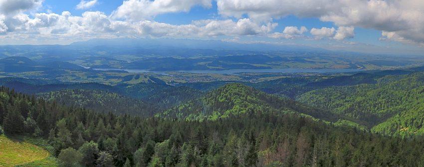 Tatry i Jezioro Czorsztyńskie z wieży widokowej